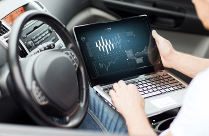 laptop-coneccted-car-shutterstock